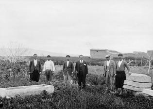 Marion. Sarkofag och dörrstenar till Gunnis grav. Svenska Cypernnexpeditionen - SMVK - C01263.tif