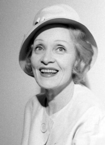 Марлен Дитрих в 1960 году