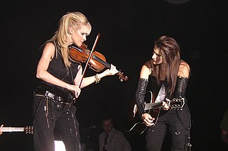 Court Yard Hounds - L to R:Maguire and Robison, playing in concert as the Dixie Chicks in 2003