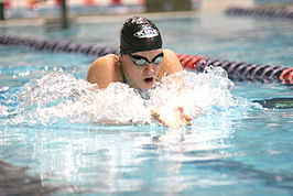 Megan Jendrick tijdens een zwemwedstrijd in 2007.