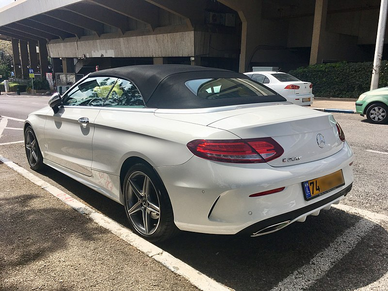 Bestand:Mercedes C200 Cabrio in Haifa, rear view.jpg