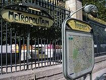 Metro tuileries1.jpg