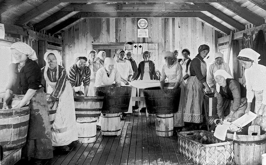 Mia Green Des lavandières pendant l'épidémie de typhus Haparanda 1918.jpg