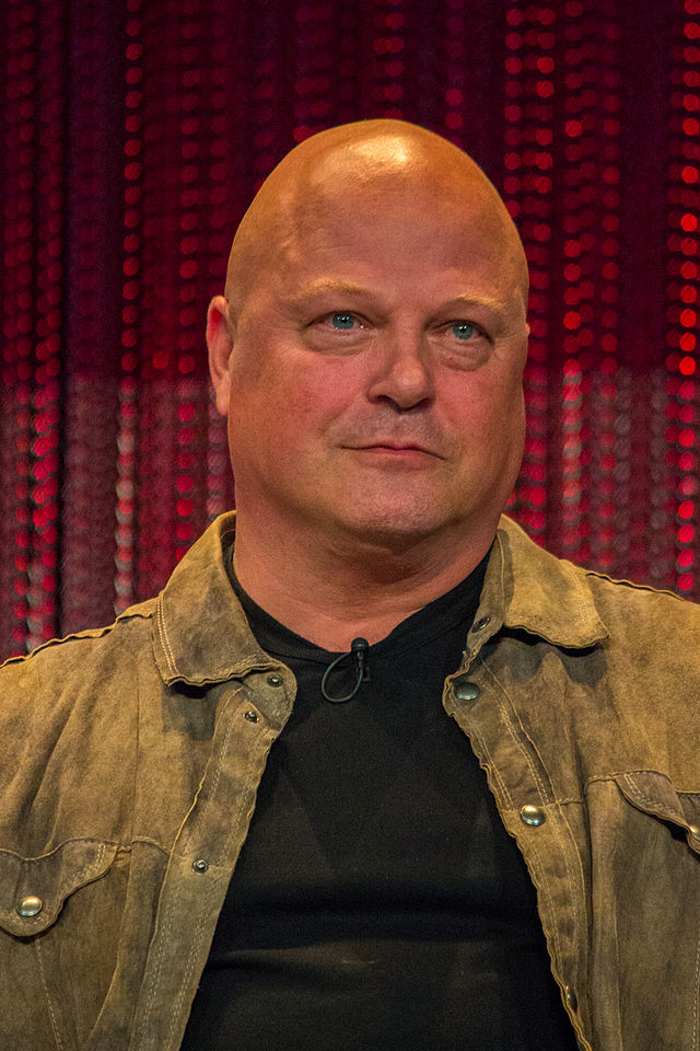 The 53-year old son of father Charlie Chiklis and mother Katherine Chiklis, 180 cm tall Michael Chiklis in 2017 photo