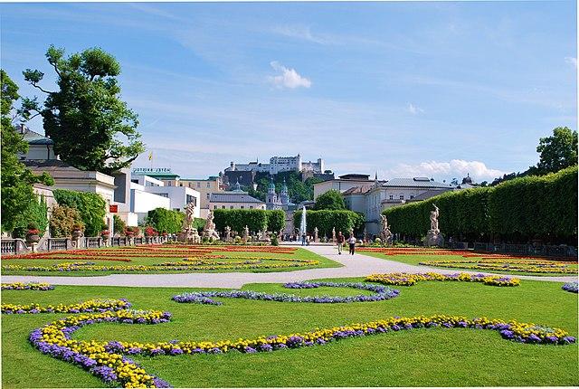mirabellgarten park und zoo in salzburg sterreich reisef hrer tripwolf. Black Bedroom Furniture Sets. Home Design Ideas