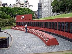 Monumento a los ca�dos en malvinas, en Plaza San Mart�n en Buenos Aires