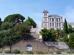 Jules Verne Museum - The Jules Verne Museum located on the side of a cliff in Nantes.