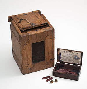 Sáenz Peña Law - An Argentine ballot box used in the 1916 election.