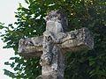 Nantheuil croix devant église détail.JPG