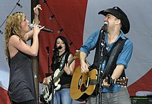 Nettles and Bush of Sugarland at 2007 MyCoke Fest in Atlanta.JPG