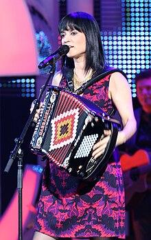 b7f045fe4 Julieta Venegas en el Nobel Peace Prize Concert 2008.