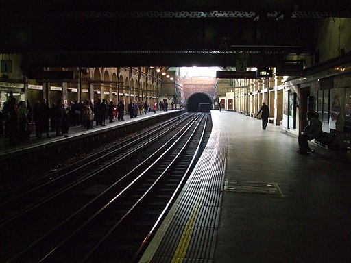 Notting Hill Gate stn Circle District look anticlockwise