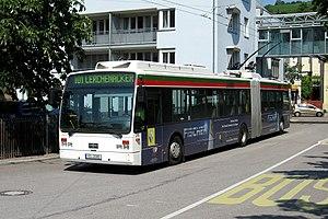 Van-Hool-Gelenkwagen 215 in Stuttgart-Obertürkheim
