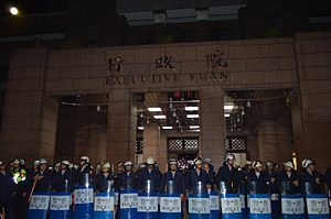 Occupy Executive Yuan by VOA (3).jpg