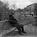 Oleskelua Runebergin Esplanaadilla - N1841 (hkm.HKMS000005-0000017a).jpg