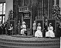 Opening Staten Generaal , Koningin Juliana spreekt de Troonrede uit, links Prins, Bestanddeelnr 916-8834.jpg