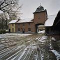 Overzicht poortgebouw met links het woonhuis - Klimmen - 20341664 - RCE.jpg