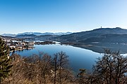 Pörtschach am Wörther See Gloriette-Blick auf Halbinsel und Blumeninsel 30012018 2600.jpg