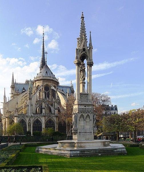 Fichier:P1060769 Paris IV Notre-Dame square Jean XXIII fontaine de la Vierge rwk.jpg