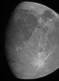 O imagine a lunii Jovian Ganymede obținută de imagerul JunoCam la bordul navei spațiale Juno a NASA în timpul zborului său pe 7 iunie 2021