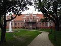 Pałac Przebendowskich w Wejherowie - tył budynku z fontanną.jpg