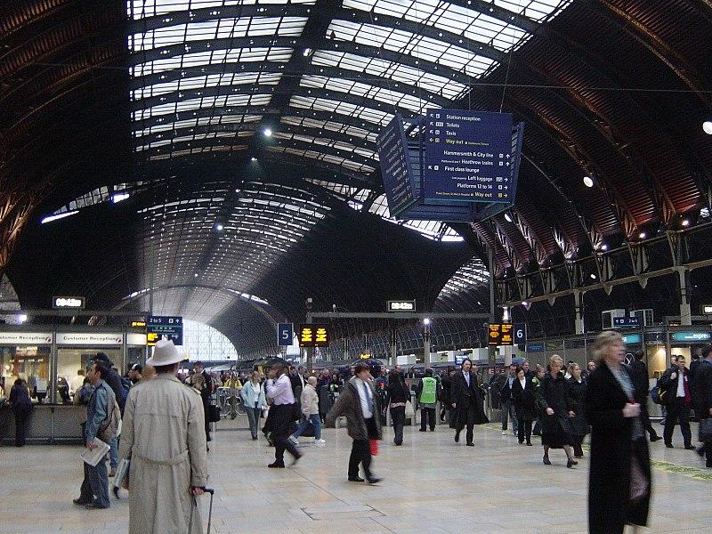File:Paddington Station rush hour.jpg