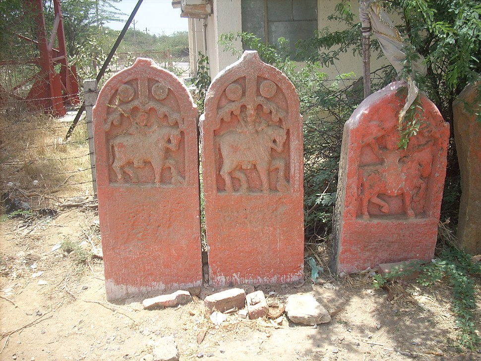 Paliyas belonging to Mistris of Kutch at Dhaneti