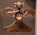 Panama, veraguas, pendente a forma di uccello, 1000-1550 ca., oro.jpg