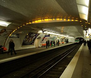 Paris Metro Maubert - Mutualité 001.JPG