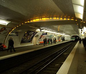Maubert – Mutualité (Paris Métro) - Image: Paris Metro Maubert Mutualité 001