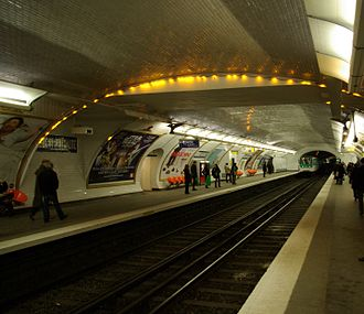 Maubert – Mutualité (Paris Métro) - Image: Paris Metro Maubert Mutualité 001