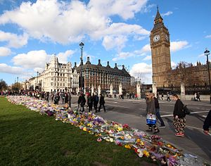 2017 Westminster attack - Floral tributes left in Parliament Square following the attack