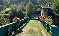 Passerelle sur l'Albarine et ancienne maison de garde-barrières à Saint-Rambert (août 2019).jpg