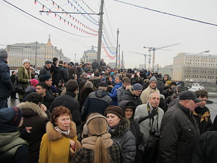People came to the side of Boris Nemtsov's murder (2015-02-28; 11).JPG