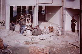 Peschawar-slum-IHS-1993-22-Construction-workers.JPG