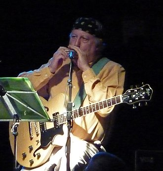 Peter Green (musician) - Green with harmonica and guitar (Bilston, England, 2009)