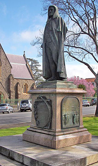 Peter Lalor - Statue of Peter Lalor in Ballarat's Sturt Street Gardens.