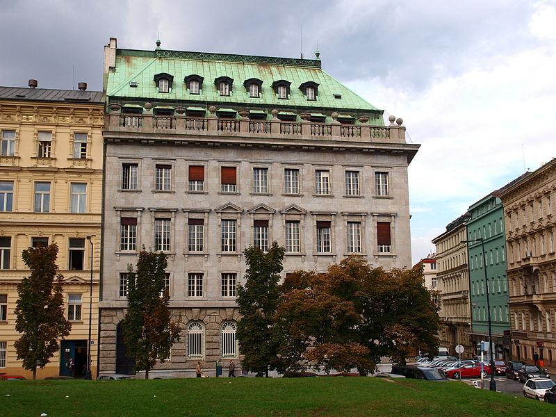 File:Petschkův palác od magistrály.JPG