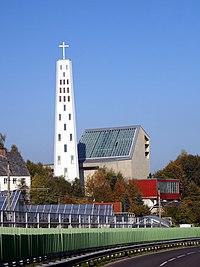 Pfarrkirche Hl. Geist Lenzing Südansicht.jpg