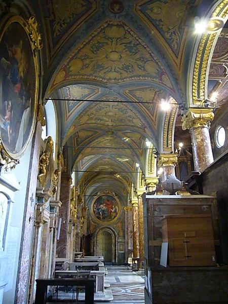 File:Pigna - s Maria in via Lata - navata dx verso il fondo 1160474.JPG