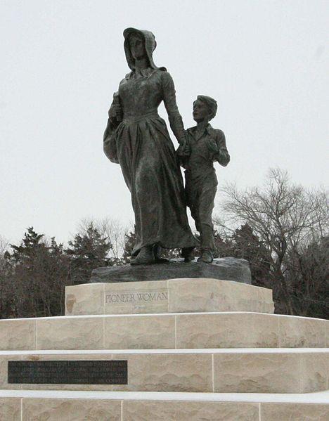 File:Pioneer Woman Statue.jpg