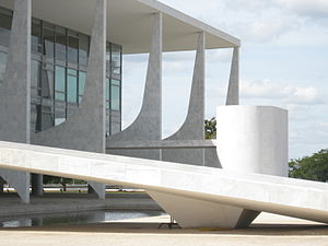 Palácio do Planalto - The ramp leading to the Palácio do Planalto and the parlatorium (speaker's platform) in the background.