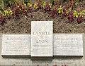 Plaque au sol Quai Lassagne (Lyon) Hommage de la ville à Jean Moulin et André Lassagne (vue de face).jpg