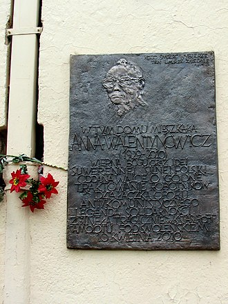 Anna Walentynowicz - Plaque to Anna Walentynowicz on house, wherein she lived until her death.