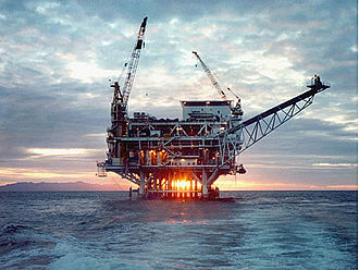 Offshore oil and gas in California - Image: Platform Holly
