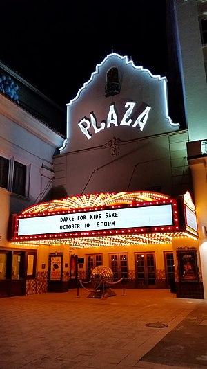 Plaza Theatre (El Paso) - The Plaza Theater at night.