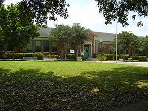 Poe Elementary School (Houston) - Image: Poe ES Sunny