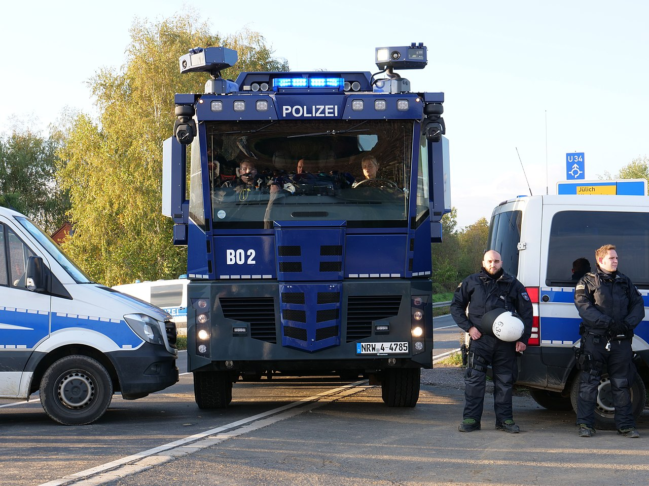 Police in front of a motorway junction at Ende Gelände 28-10-2018 03.jpg