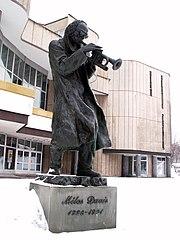 Miles Davis szobor a lengyelországi Kielce-ben