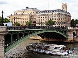 Pont Notre-Dame July 29, 2010.jpg